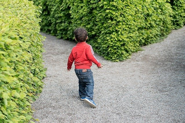 dítě v parku