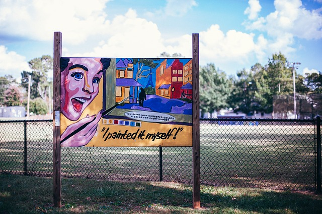billboard na plotě