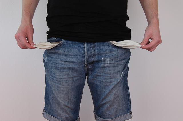 prázdné kapsy kalhot