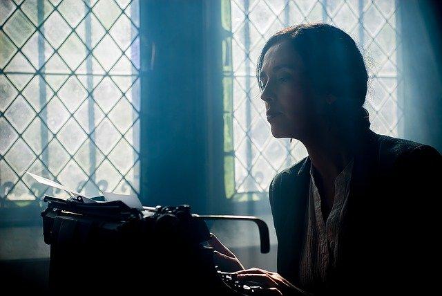 spisovatelka při práci