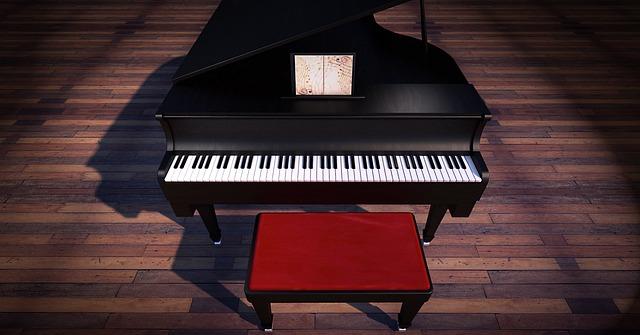 židlička před pianem