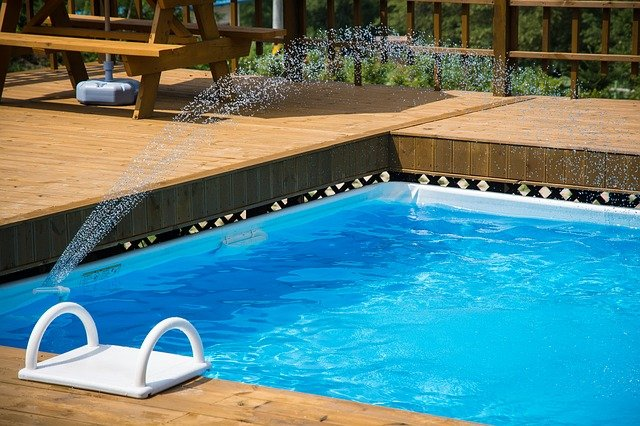 léto s bazénem