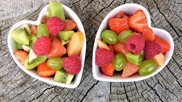 ovocný salát v miskách.jpg
