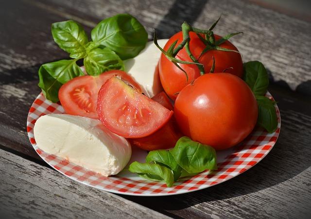rajče a mozzarella.jpg