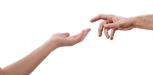 ruce u sebe.jpg