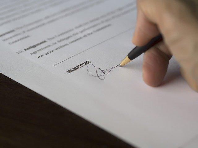 podpis na smlouvě.jpg