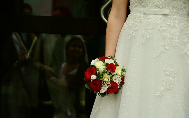 nevěsta s kytice.jpg