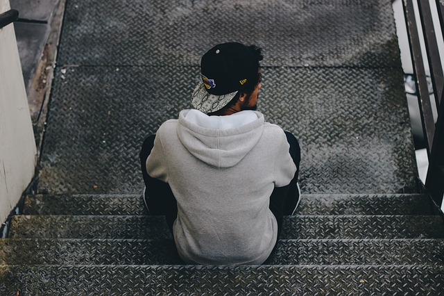 člověk na schodech.jpg