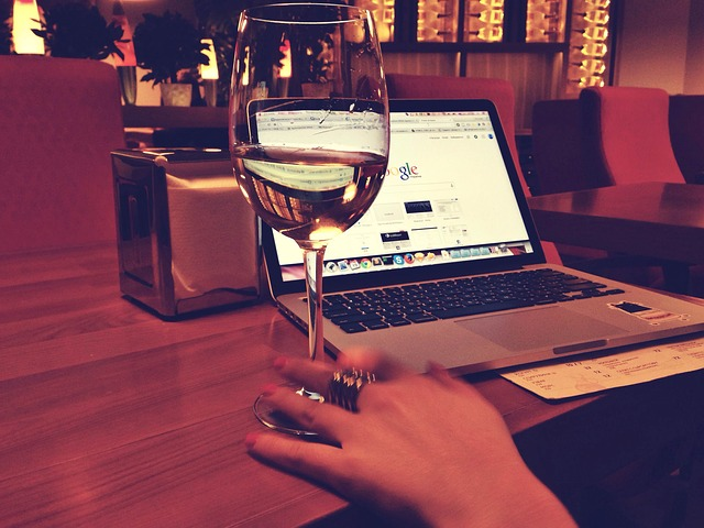 většina uživatelů vyhledává z pohodlí domova informace na internetu