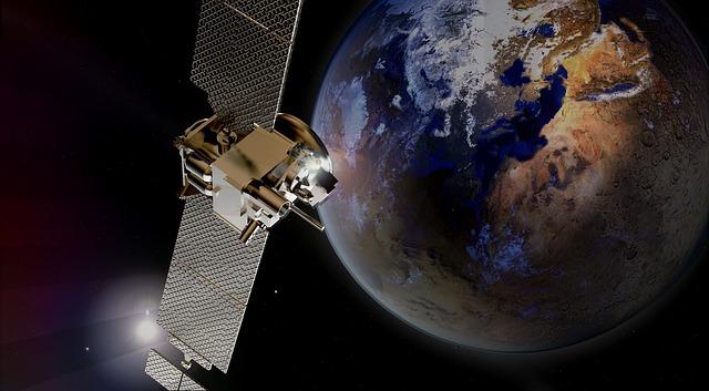 letící satelit