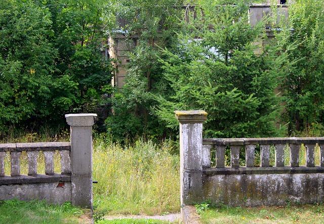 zdobný betonový plot